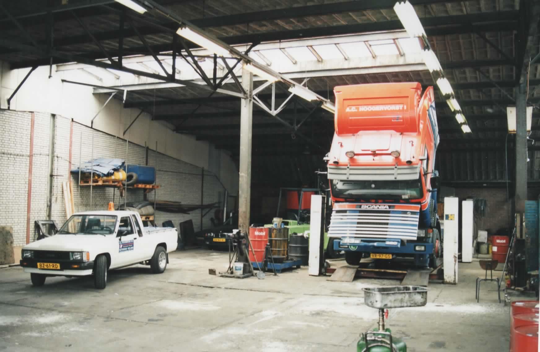 Garage-Stadionweg-met-de-service-pick-up-en-de-VR-97-GS