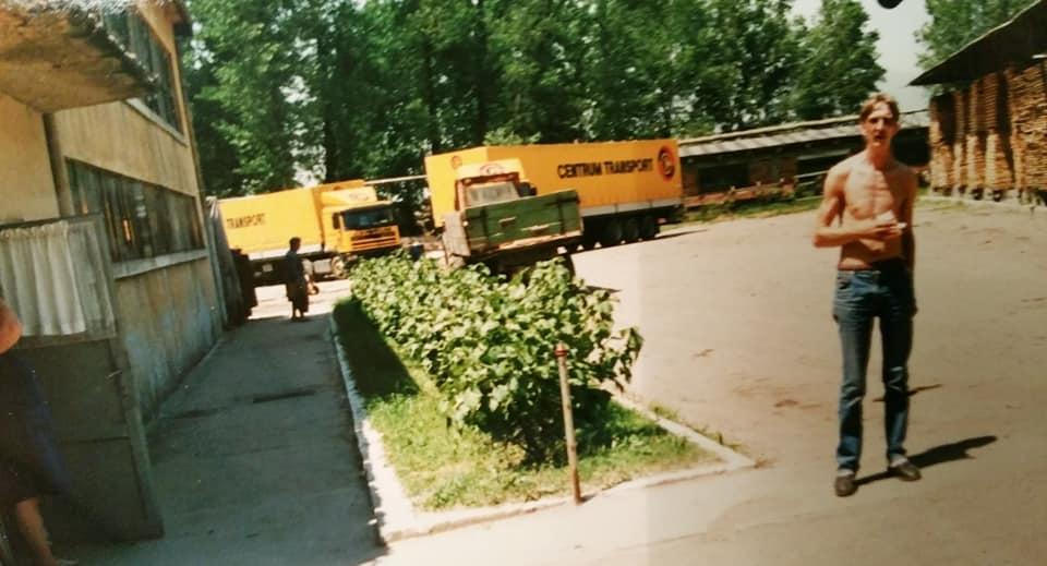 Henk-Klasen-meubels-laden--bij-Star-Mobila-in-Satu-Mare-en-opeens-staat-alles-in-brand5