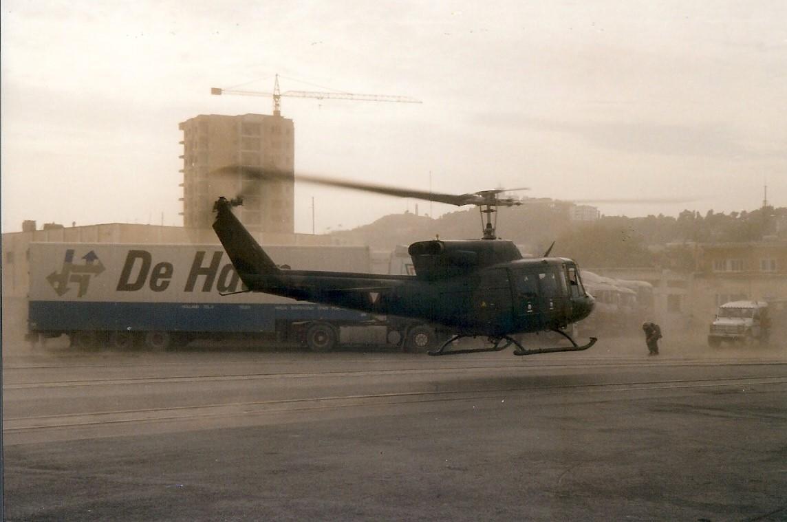 Jan-Pieter-Floor-1999-of-2000-tijdens-de-Kosovo-oorlog-Terwijl-we-in-de-haven-van-Durres--Albanie-staan-te-wachten-begint-het-ineens-hard-te-waaien-3