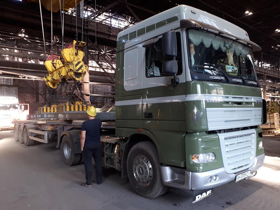 twee-van-Staalduinen-rijden-nu-staalplakken-in-Mariopoll-Ukraine