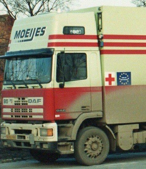 1993-Transporten-medicijnen-voor-het-Rode-Kruis-met-bestemming-Armenie.-Rijden-naar-Armenie-was-toen-te-gevaarlijk-in-Kiev-werd-het-overgeladen-1