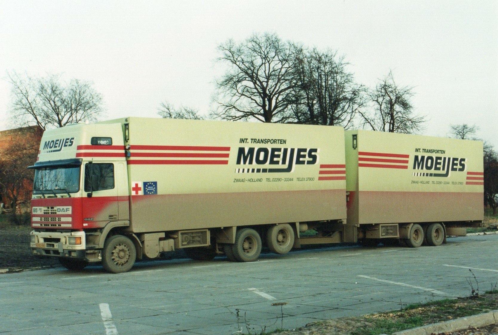 1993-Transporten-medicijnen-voor-het-Rode-Kruis-met-bestemming-Armenie.-Rijden-naar-Armenie-was-toen-te-gevaarlijk-in-Kiev-werd-het-overgeladen-8
