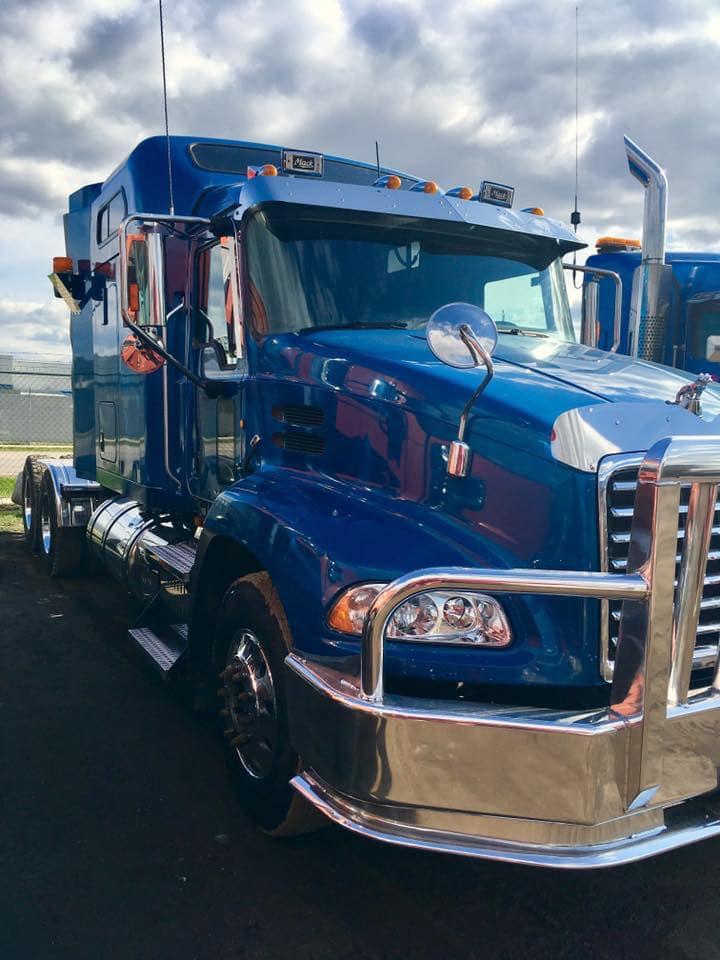 Kees-Jonk-met-zijn-eerste-truck--1