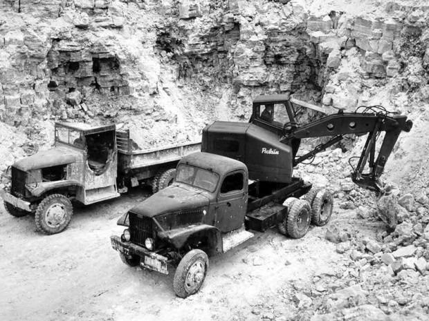 cmc-in-de-groeve-curfs-de-eerste-wagens-in-1946