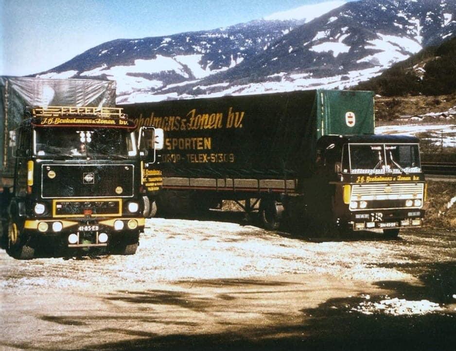 richting-Iran--Volvo-F-89-Daf-2600-van-324-PK