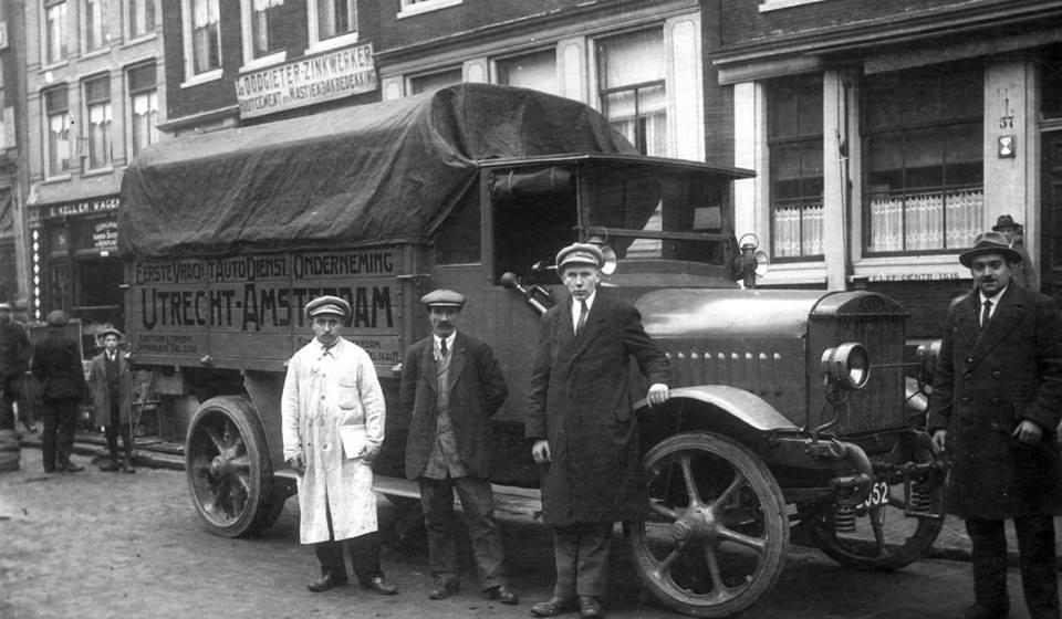 Amsterdam-Nieuwezijds-Voorburgwal--1920
