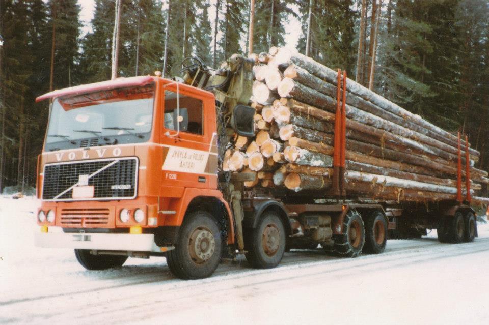 Volvo-F1220-8X4--Finland