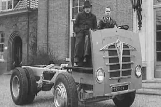 De-eerste-Foden-geassembleerd-bij-gebr-de-Jong-Heerde-1950