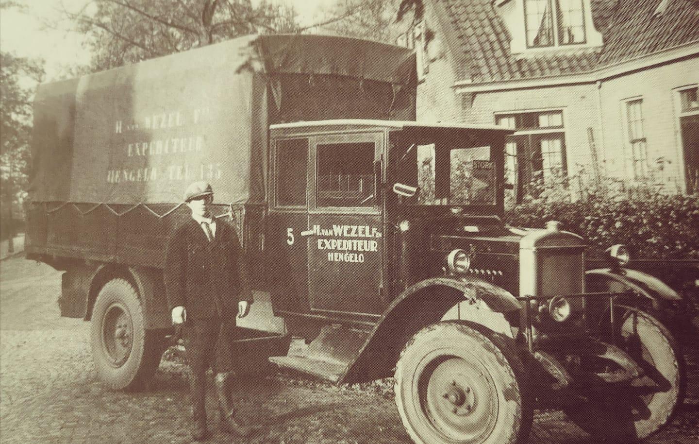 H.-Menzing-was-de-erste-chauffeur-van-het-bedrijf