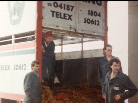 Wetering-Vee-transport--Michel-van-Asch-foto-jaren-80-met-rooie-kes-Marcel--en-Rino-samen-5