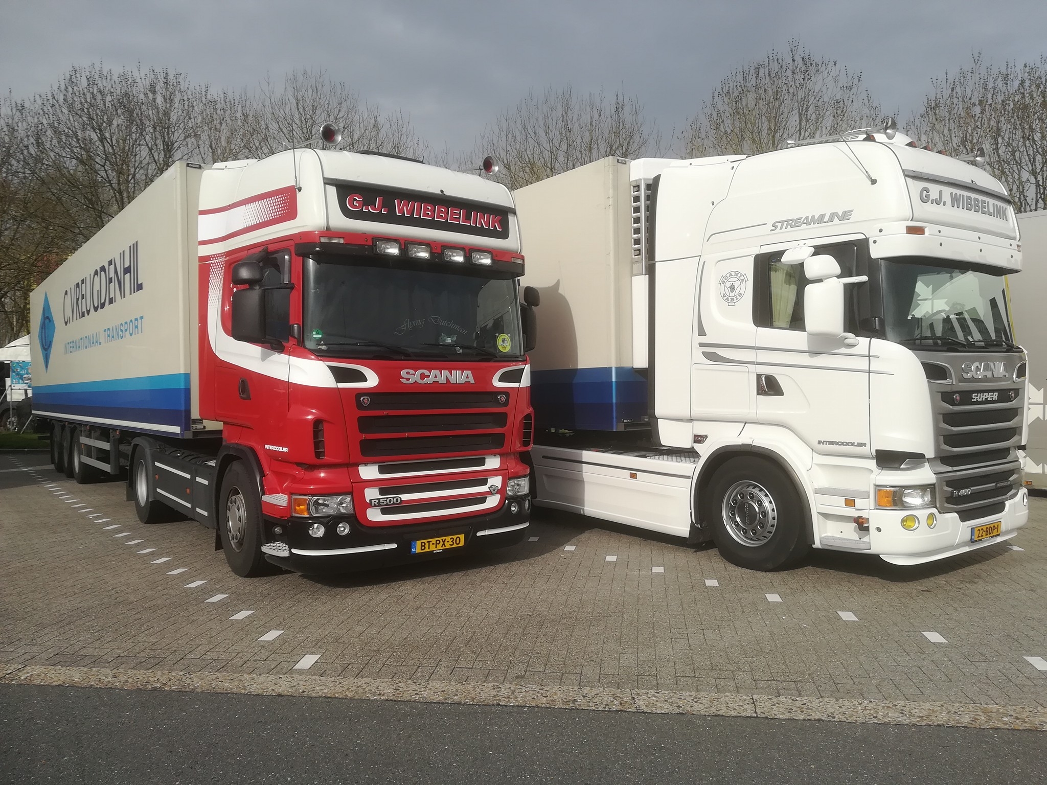 Scania-rood-en-wit