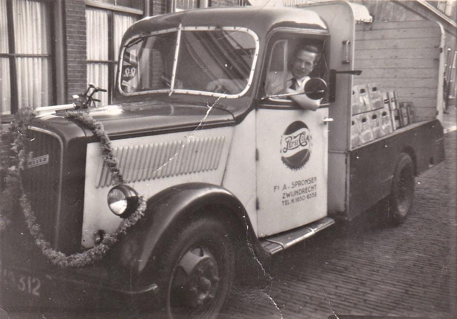 Opel-Blitz-met-chauffeur-verkoper-Henk-Peck-4