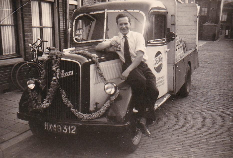 Opel-Blitz-met-chauffeur-verkoper-Henk-Peck-5