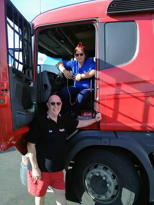 Scania-met-chauffeusse-en-beveiling--2