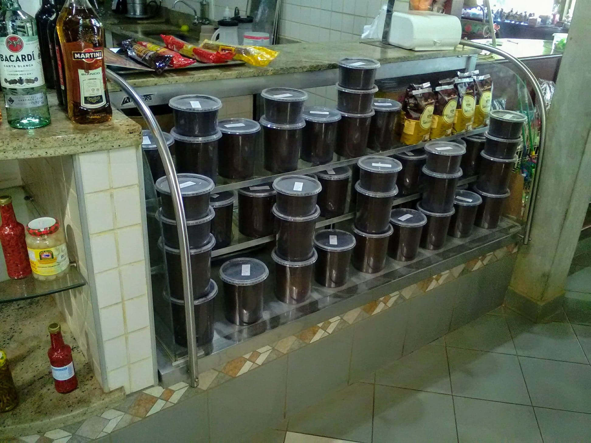 Koffie-plantage--en-verse-koffie-in-de-winkel-5