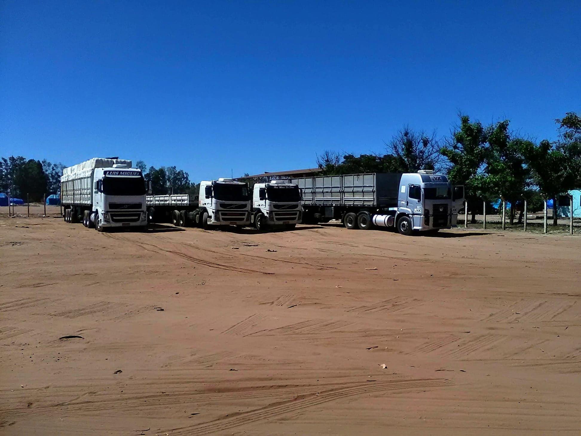 37-ton-katoenladen-voor-Santos-wagen-wordt-door-speciale-afdekkers--dicht-gemaakt-1