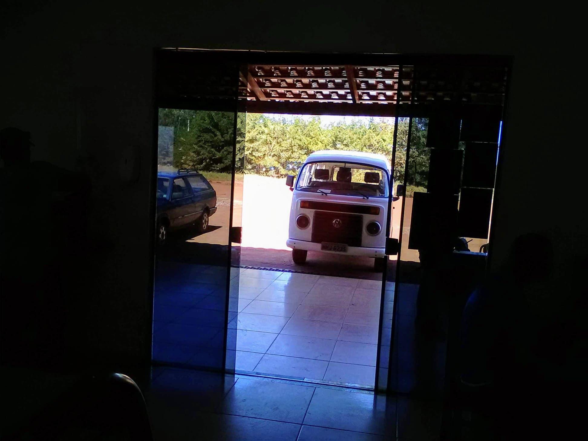 de-afdekkers-van-de-wagens-hadden-dit-busje