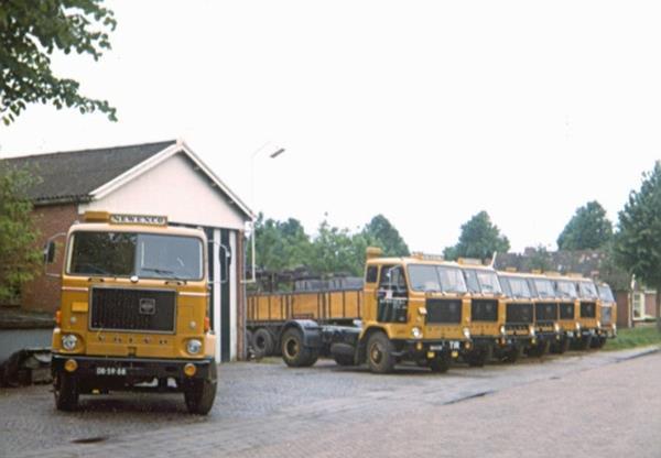 Fredyy-Everhardus-archief--Jansen-Transport-Oude-Pekela-8-charter-wagens-2