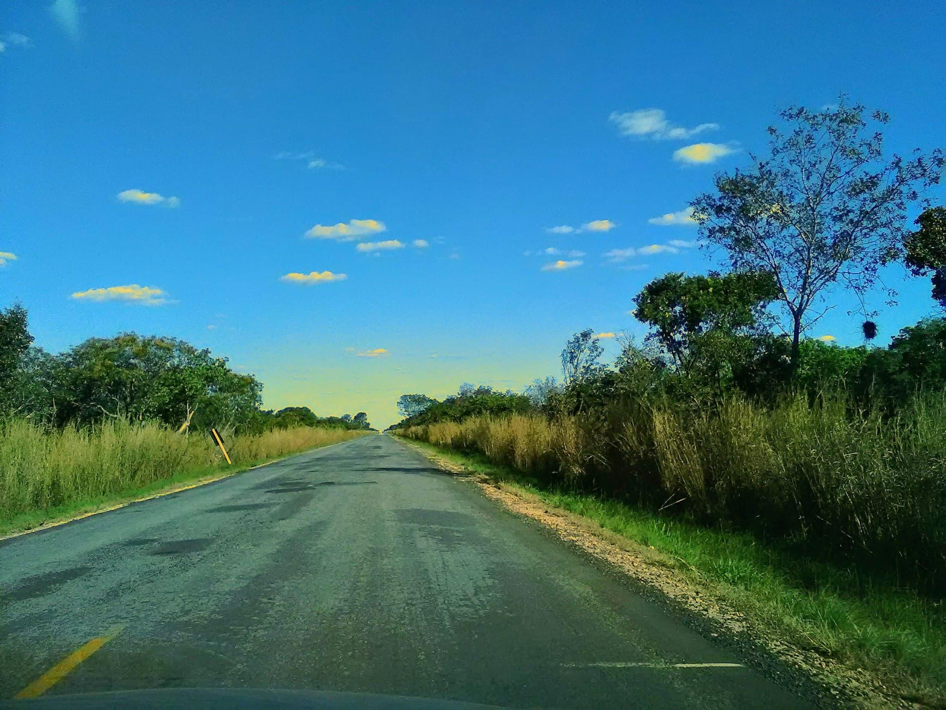 Y-de-weg-vanaf-het-park-naar-de-grote-weg-was-28-km-kaarst-rechtdoor.--1
