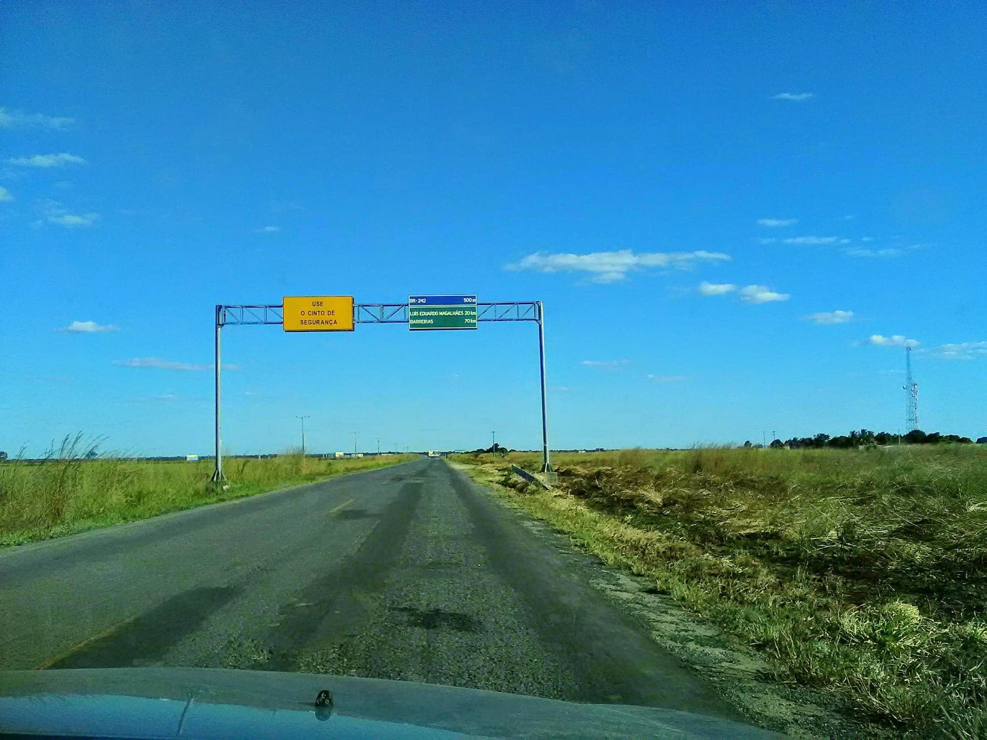 z--weer-op-de-grote-weg-richting-Luis-Eduardo-Maghaeles