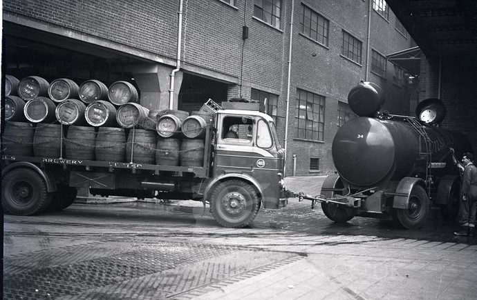 Jan-Van-Pelt-archief-Brewery-trucks-UK-1