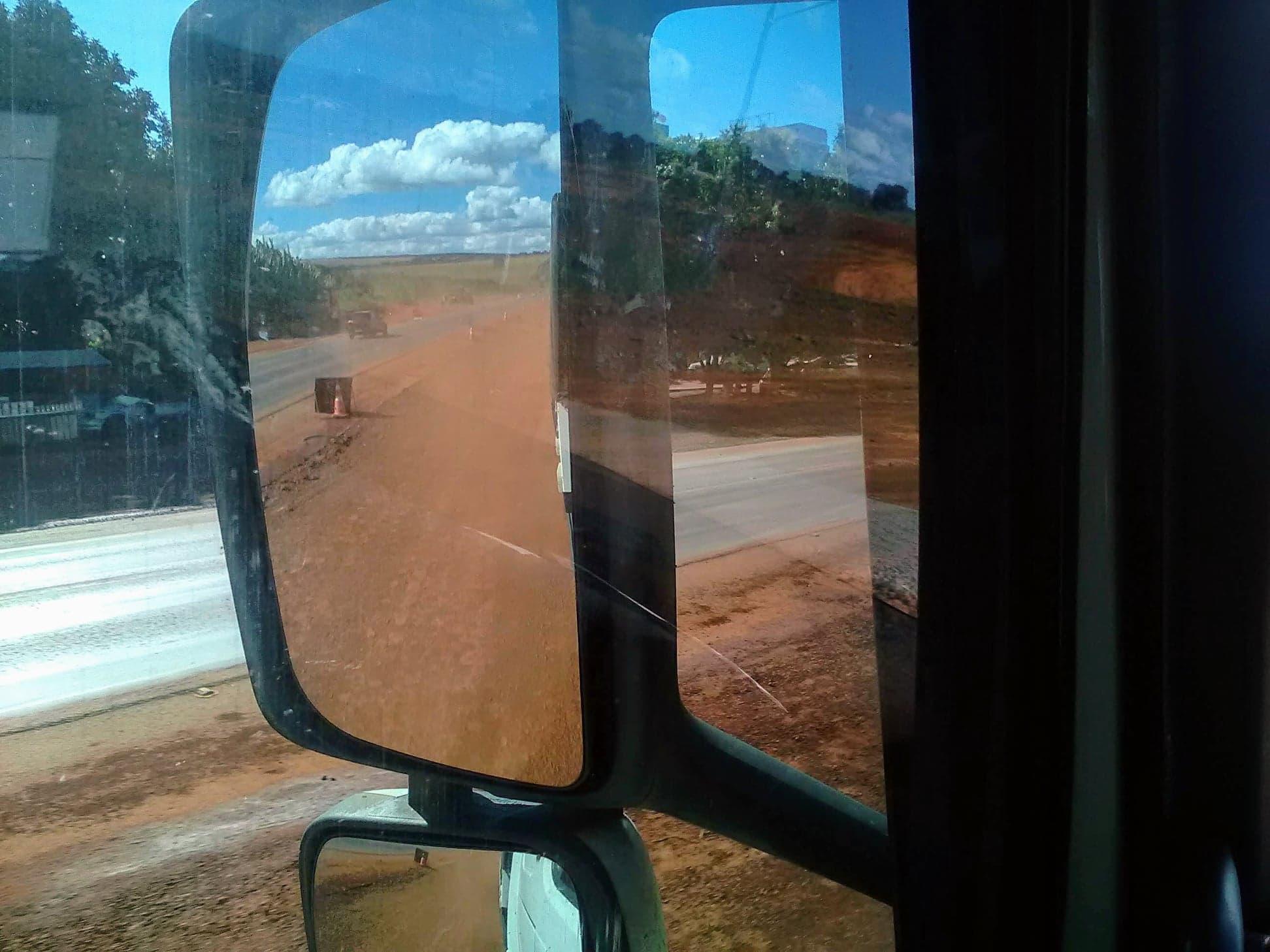 op-het-zand-rijden--door-een-dorp-5