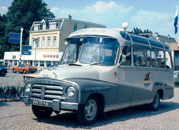 Harry-Wind-De-gegevens-van-de-afgebeelde-Splendid-bus-zijn-Parknummer-23--kenteken-NN-70-96--Merk-Opel-Blitz-1-75T--chassisnummer-1-75T-375-C-3068-Carrosserie-Domburg-bouwnr--5360-bouwj.-1953-Bus-had-16-zitplaat
