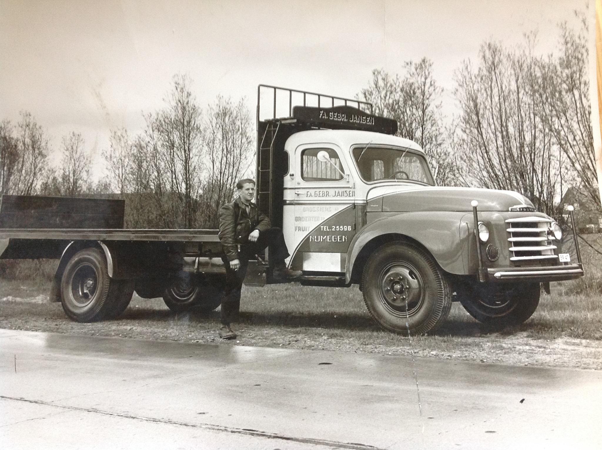 Wagen-gebouwd-bij-Fa-Loeffen-Alverna-en-de-Truck-geleverd-door-Volvo-Dealer-Frans-van-de-Dungen-uit-Veghel