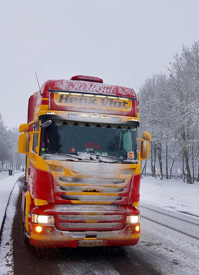 Scania-met-witte-neus