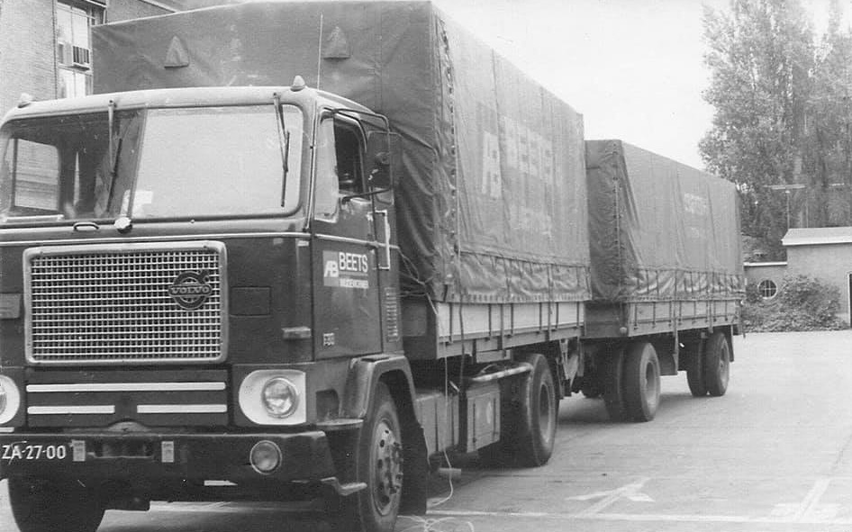 Chauffeur-Mink-zijn-truck-Mark-Oud-archief