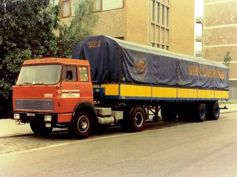 Hanomag-Henschel--PA-Vermey-De-Bruin-met-Van-Swieten-Kangaroo-trailer-