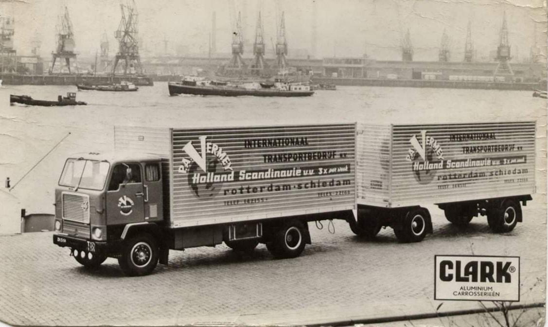 Volvo-F-88-Foto-genomen-in-Rotterdam-voor-reclame-van-carrosseriebouwer-De-Graaf-uit-Zevenhuizen
