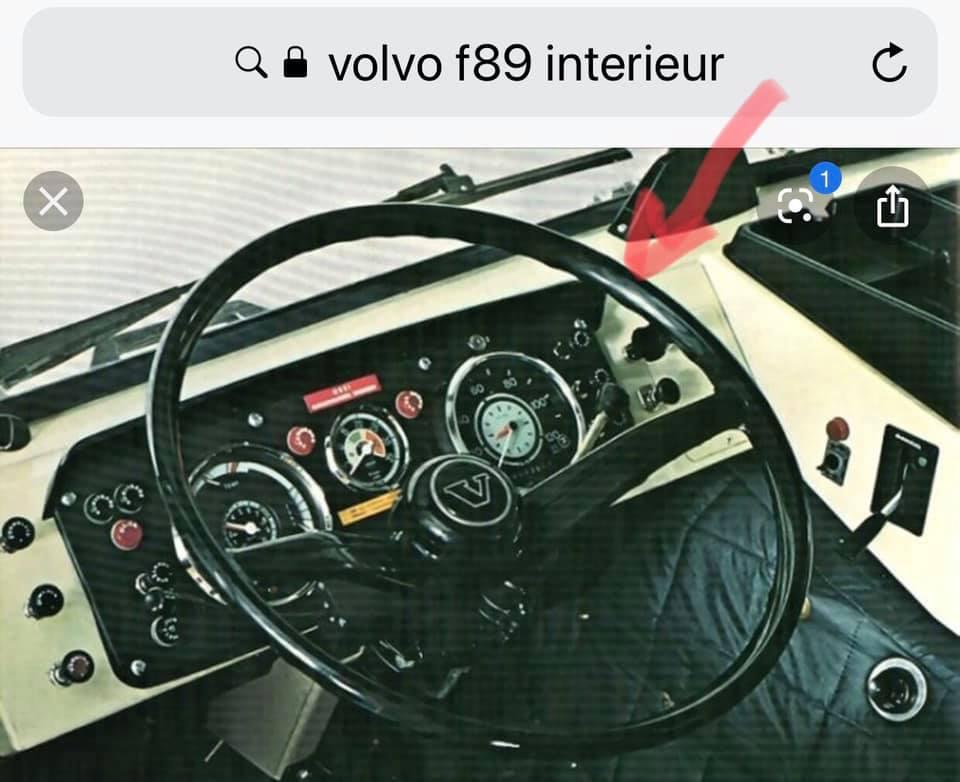 0-onder-het-pijlte-zat-de-knop-voor-de-luchtdruk-ruitenwisser-die-ze-in-belgie-nog-hadden