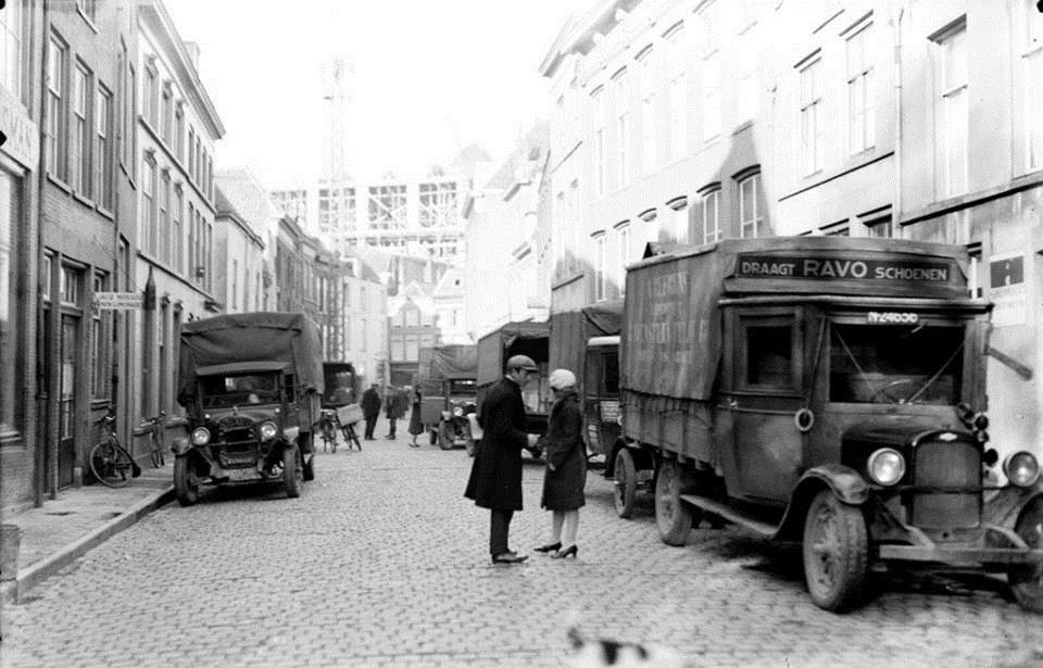 Den-Bosch-1931-Karrenstraat[1]