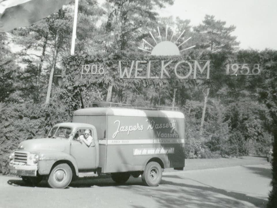 Chauffeur-Bernard-Nijkamp-bij-verpleeghuis-Zonnevanck-in-Harderwijk