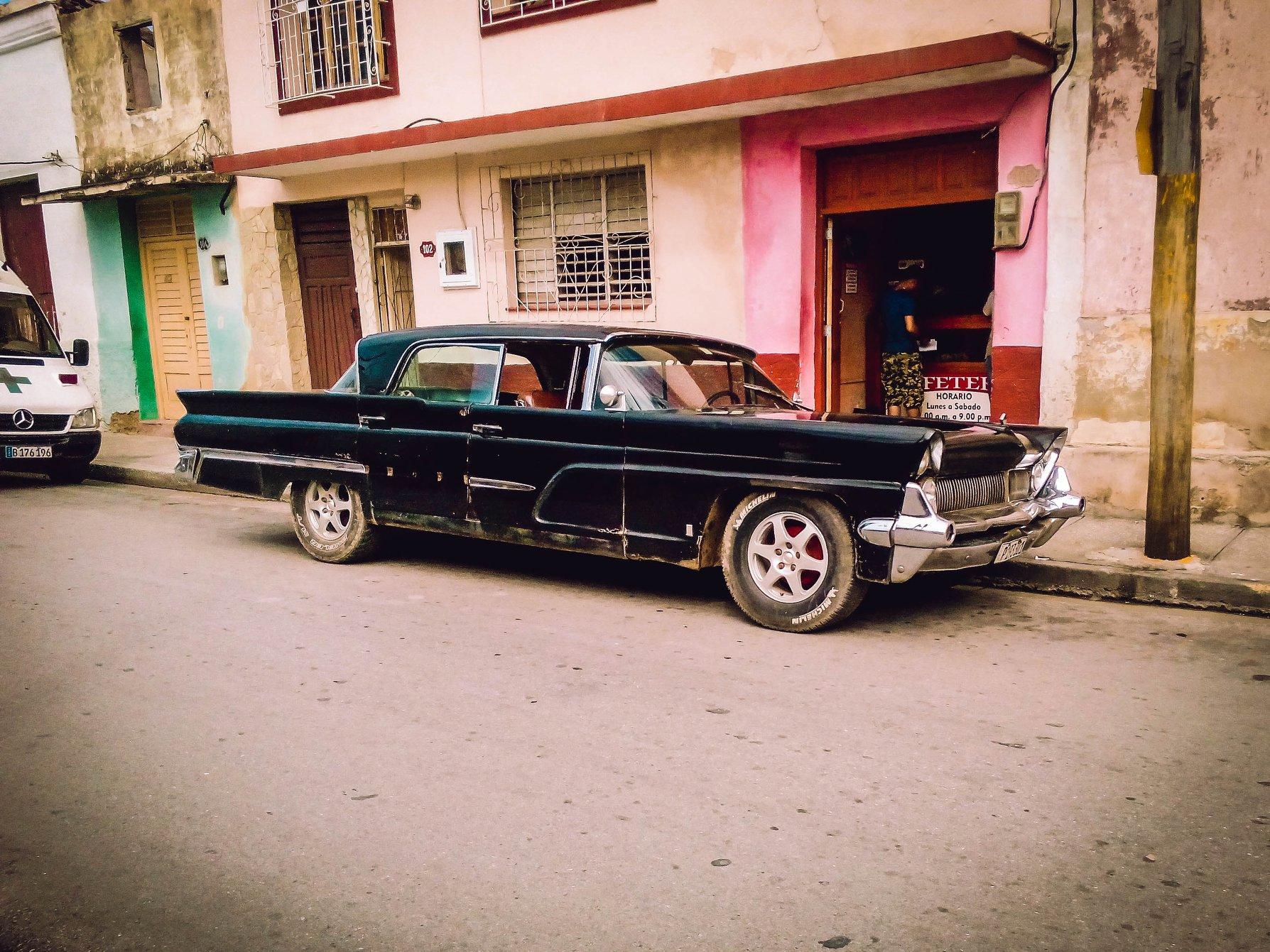 Lincoln-1959-Clasico-in-Holguin
