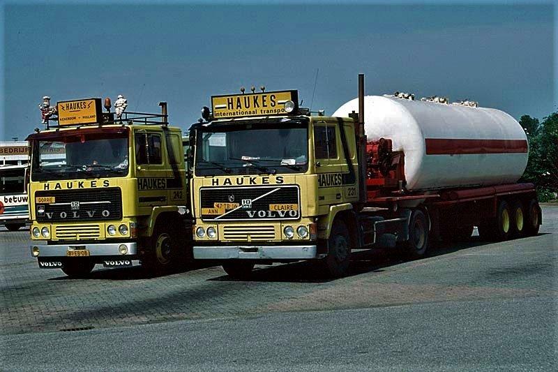 Han-Megens--Volvo-F12-nr-242-en-de-Volvo-F12-nr-231-met-oplegger-nr-52-Gofa-bulkoplegger