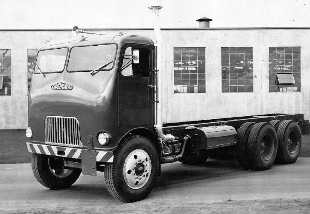 Freightliner-mod-Flat-Nose--1953