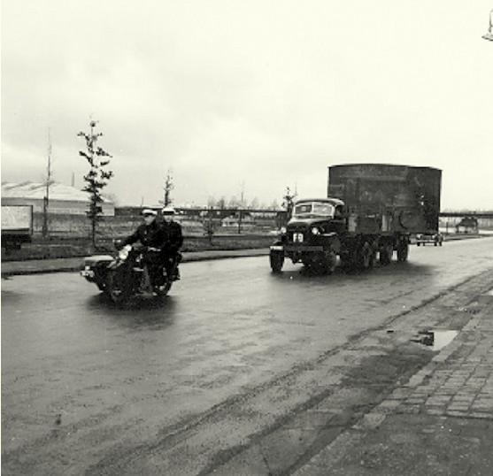 GMC-Keteltransport-voor-Zeepfabriek-Hustinx-in-het-Bosscherveld--1952