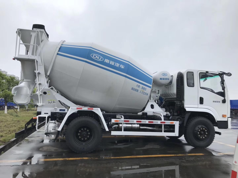 CNJ-betonmixer-140-PK-Yuchai-6-kubieke-meter-6-versnellingen-Interpump-hydrauliek--4