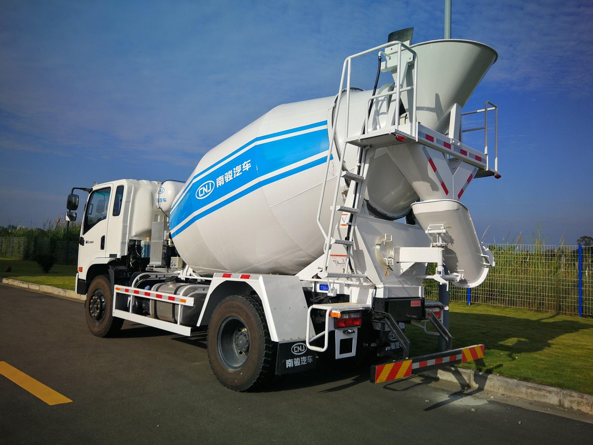 CNJ-betonmixer-140-PK-Yuchai-6-kubieke-meter-6-versnellingen-Interpump-hydrauliek--5
