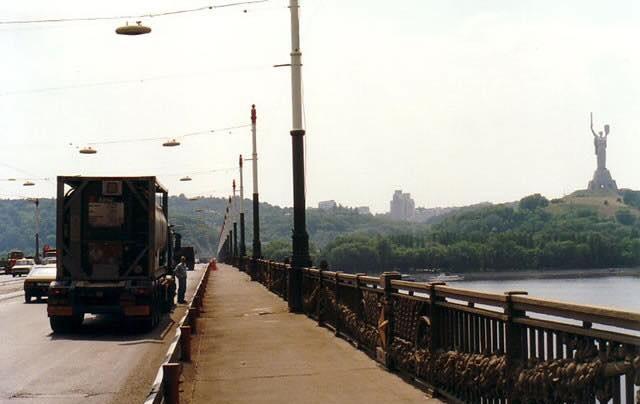 P-A-De-Vries-Kiev-Even-een-foto-op-de-brug