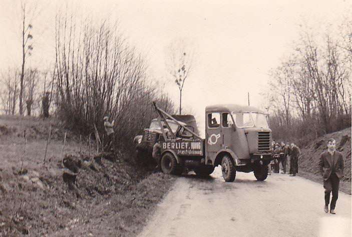 Panhard-takelwagen-k188-eigenaar-van-een-Berliet-Dealer