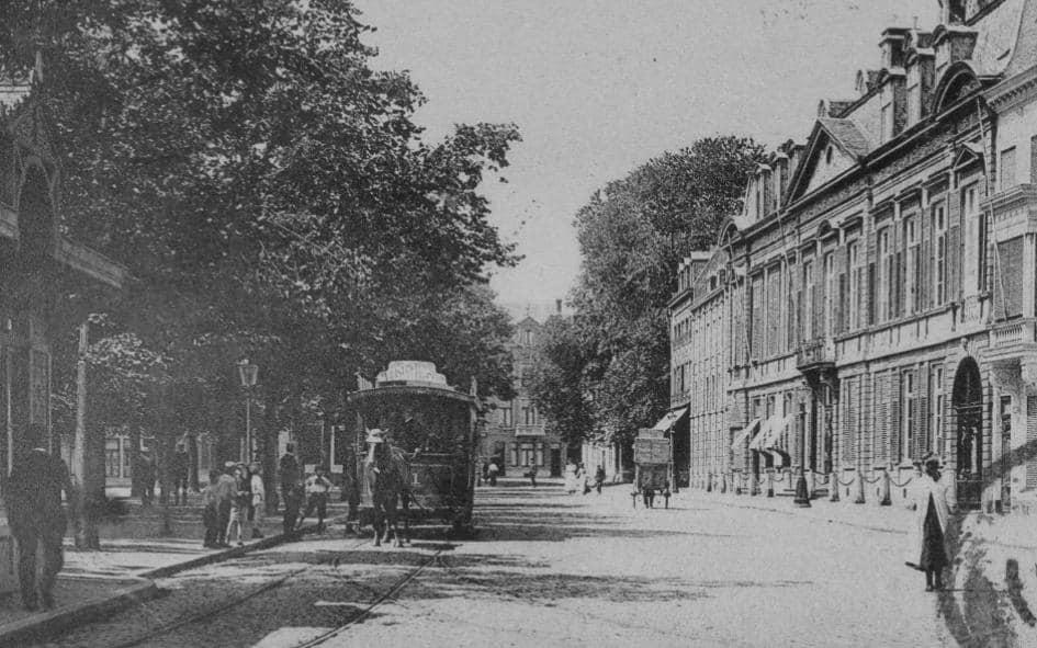 Voormalige-wittevrouwenklooster-aan-het-Vrijhof-met-stadstram-ca-ca-1825