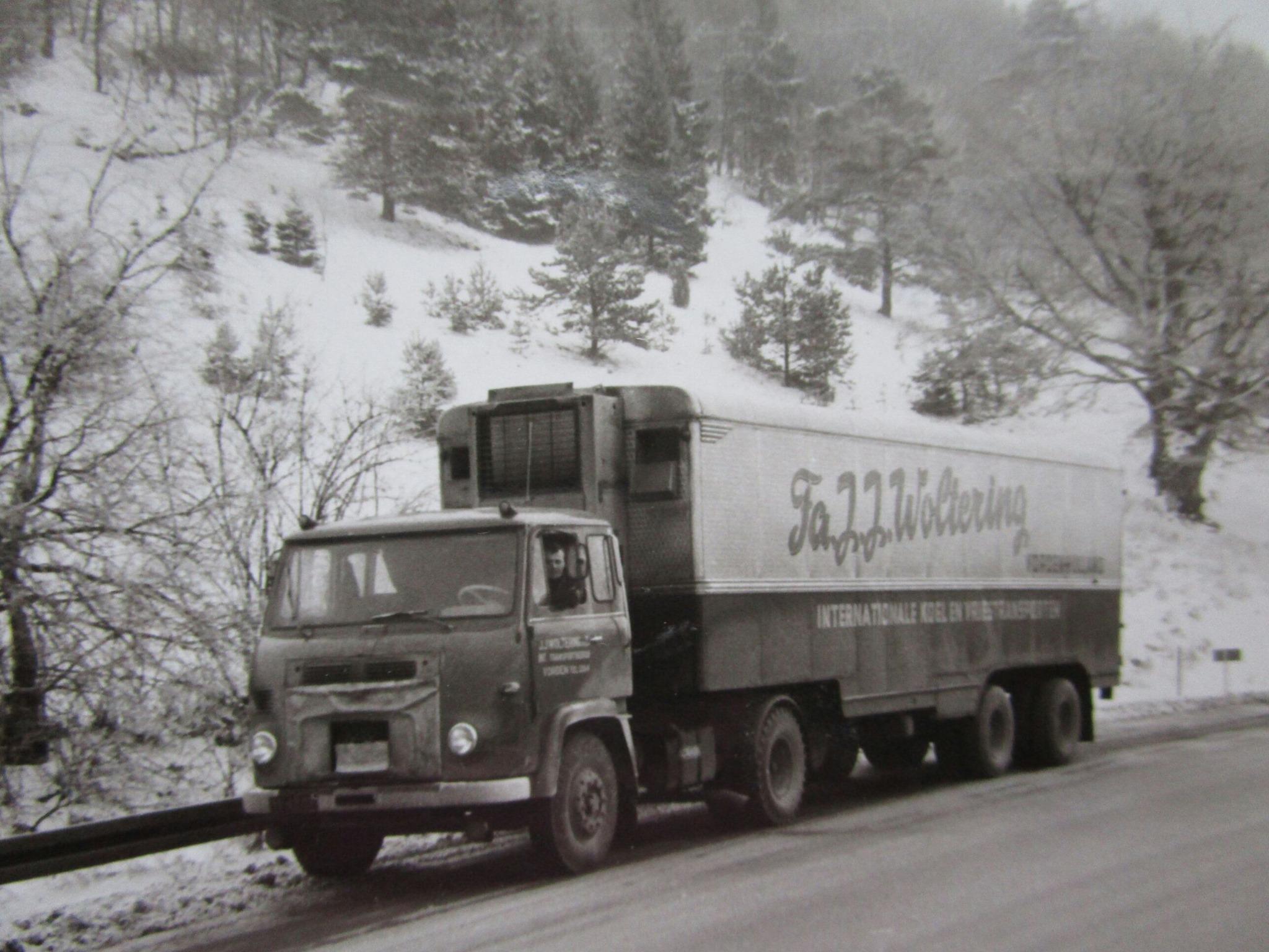 Gerrit-Vreeman-op-de-terug-weg-van-Munchen-en-even-op-de-vlugstrook-deze-foto-gemaakt--eind-jaren-60
