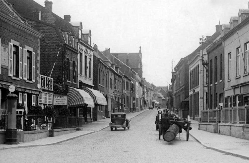 met-de-malle-jan-midden-door-Meerssen-ca-1925