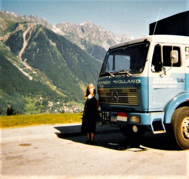 p-Wilma-de-Moor-met-Pa-net-voor-de-Mont-Blanc-1980-2