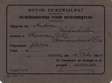 de-Buick-van-mijn-grootvader-met-mijn-vader-als-chauffeur-met-kentekenbewijs-vergunning-en-belasting-kaart-bouwjaar-1932-8-cilinders-op-een-rij-Toon-Siebenheller-1-