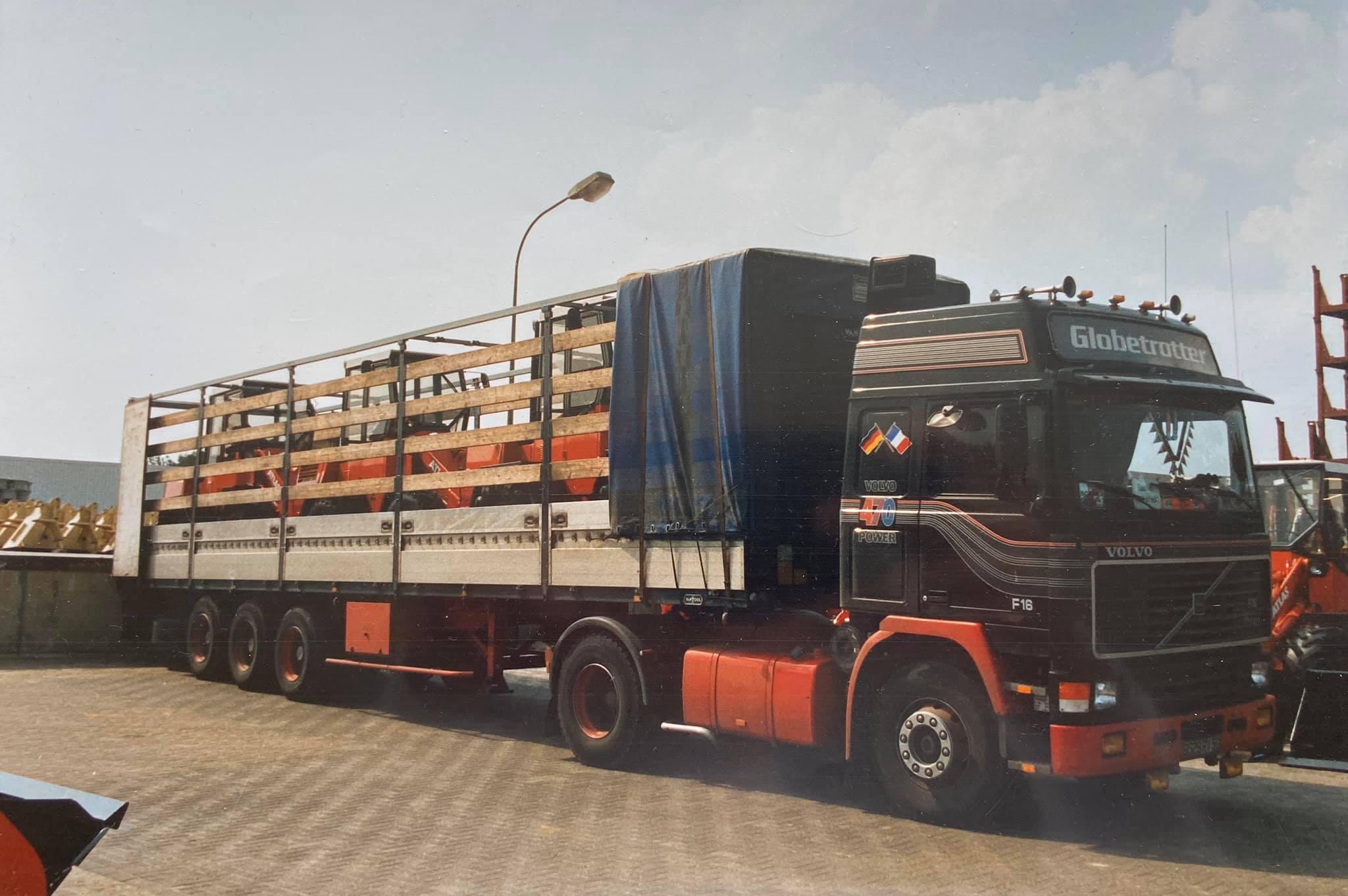 Volvo-F16--Laden-van-heftruck-in-hamburg-duitsland