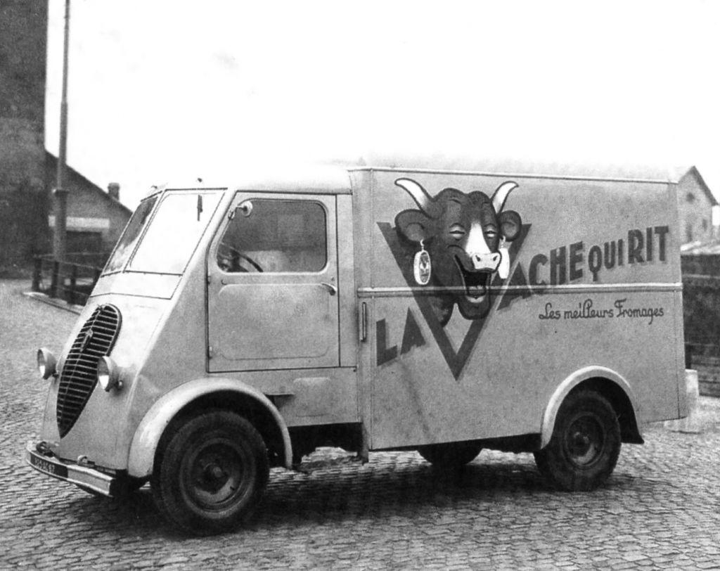 Peugeot-met-koe-die-lacht-